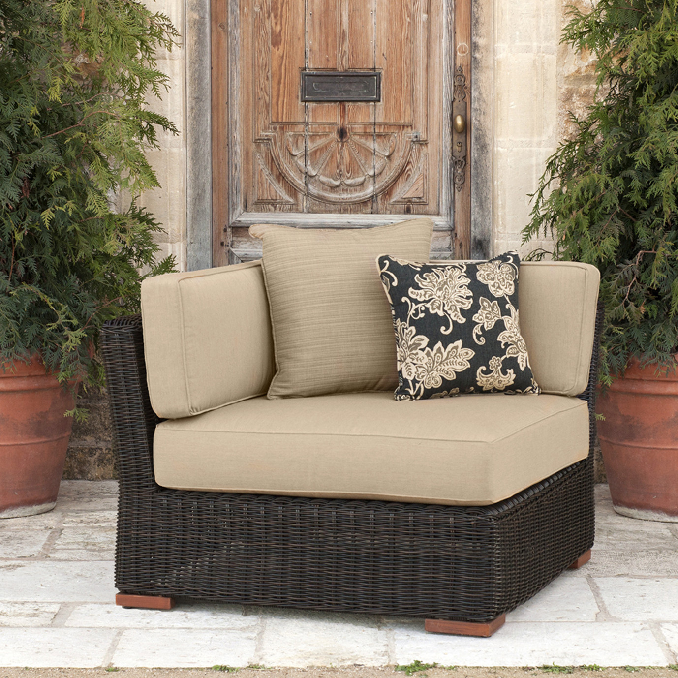 Resort™ Corner Chair