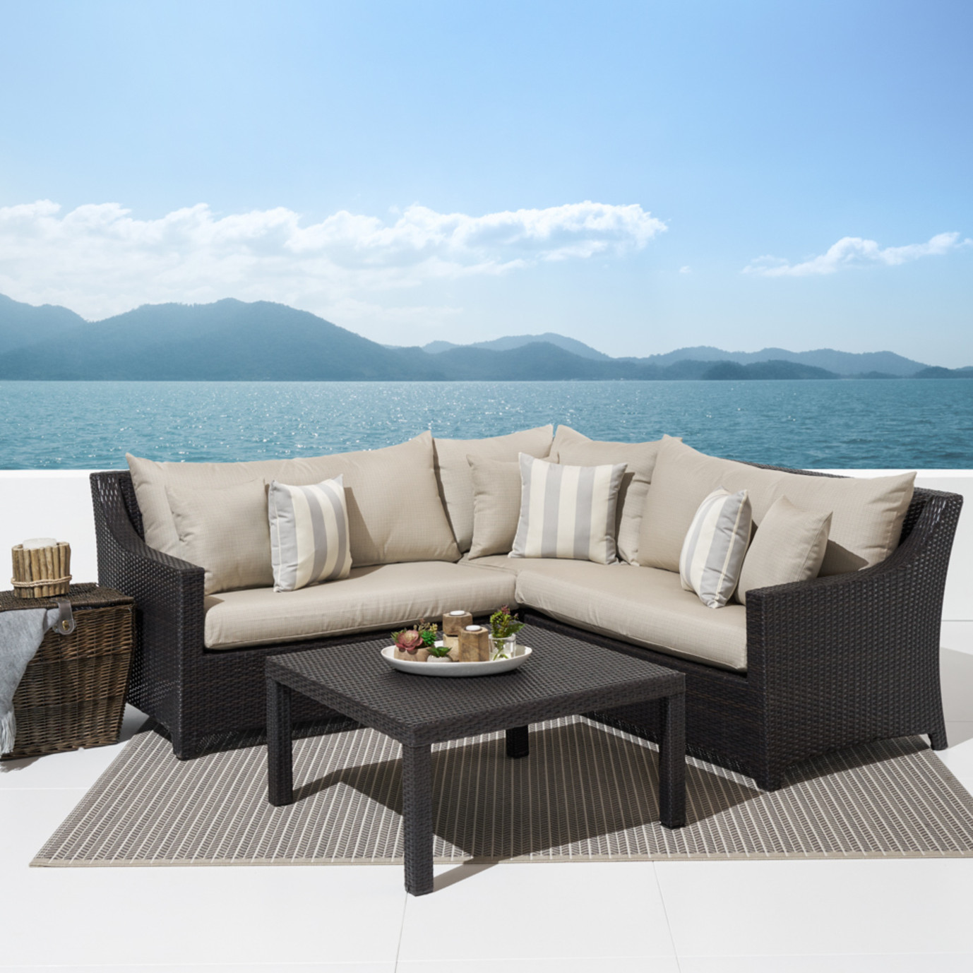 Deco™ 4 Piece Sectional and Table - Slate Gray