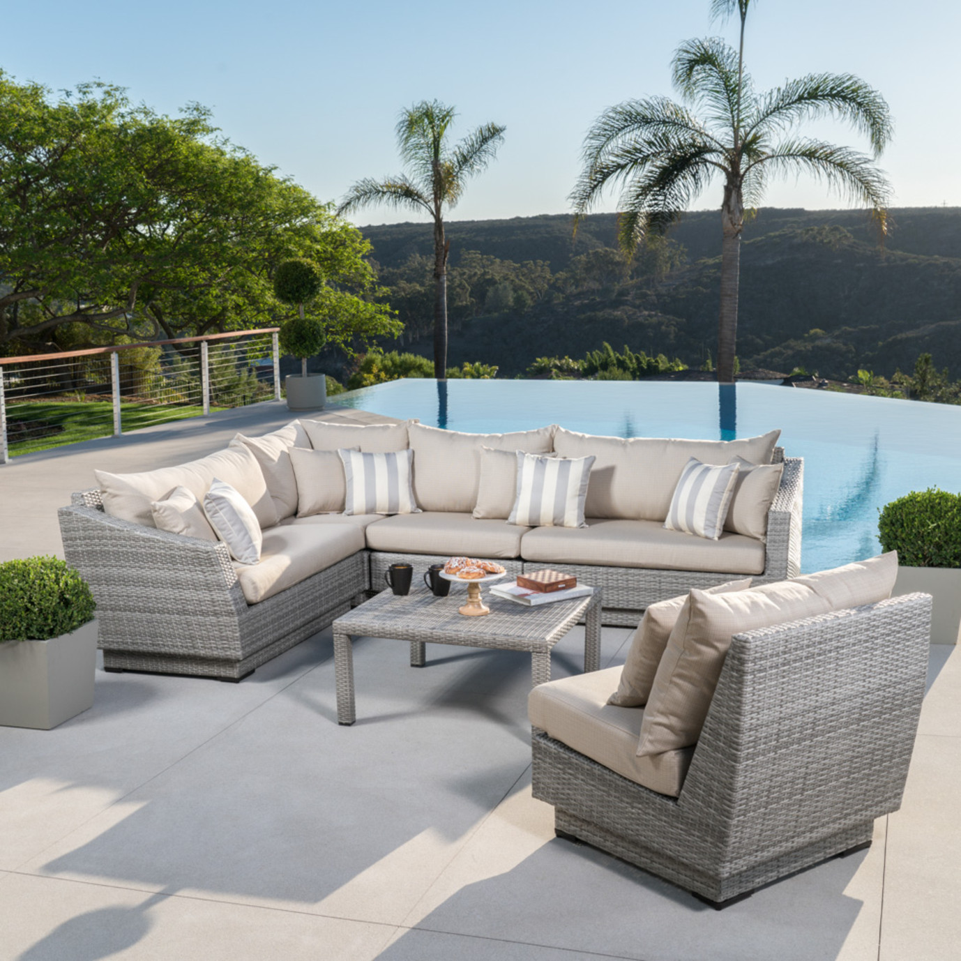 Cannes™ 6pc Sectional & Table - Slate Grey