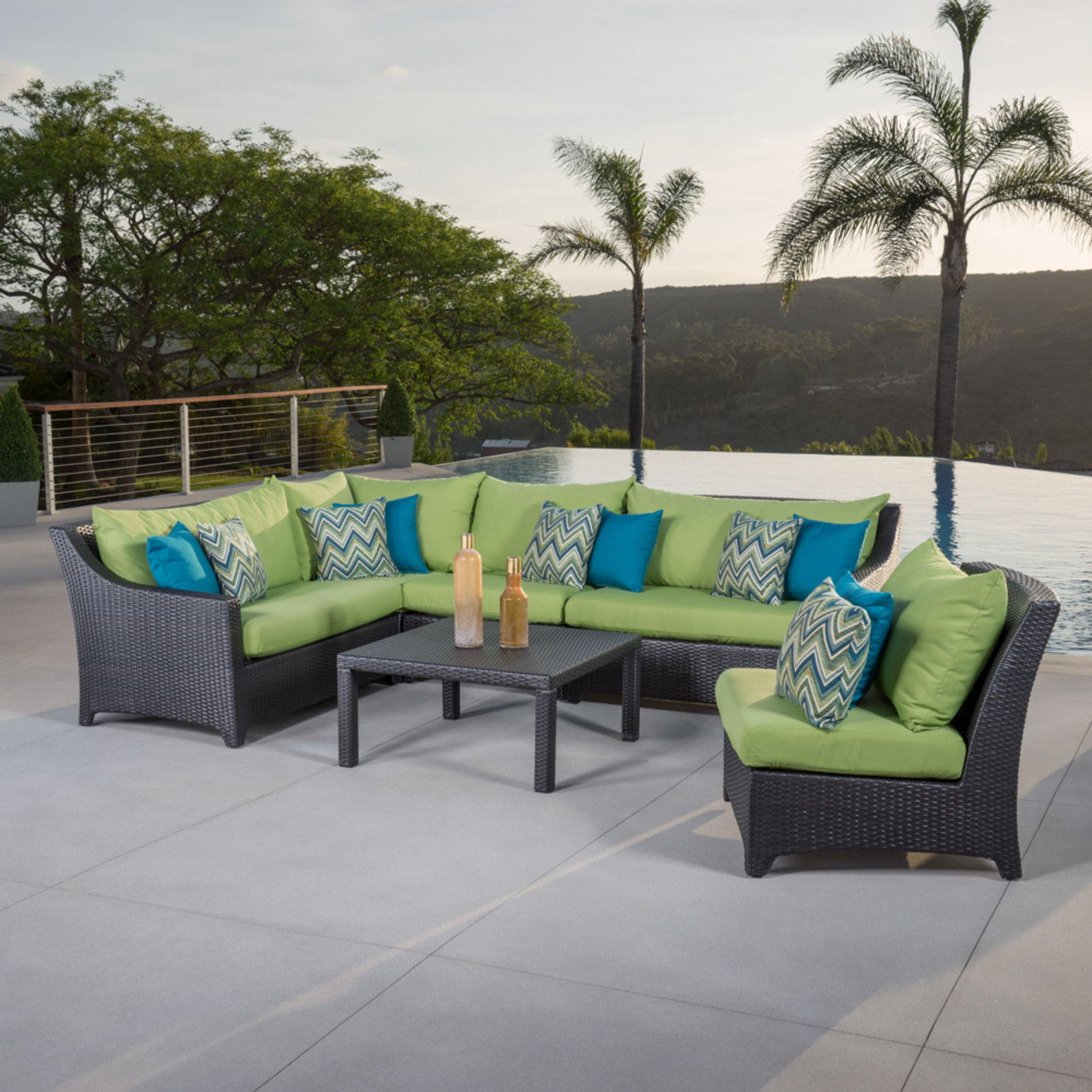 Deco™ 6 Piece Sectional and Table - Ginkgo Green