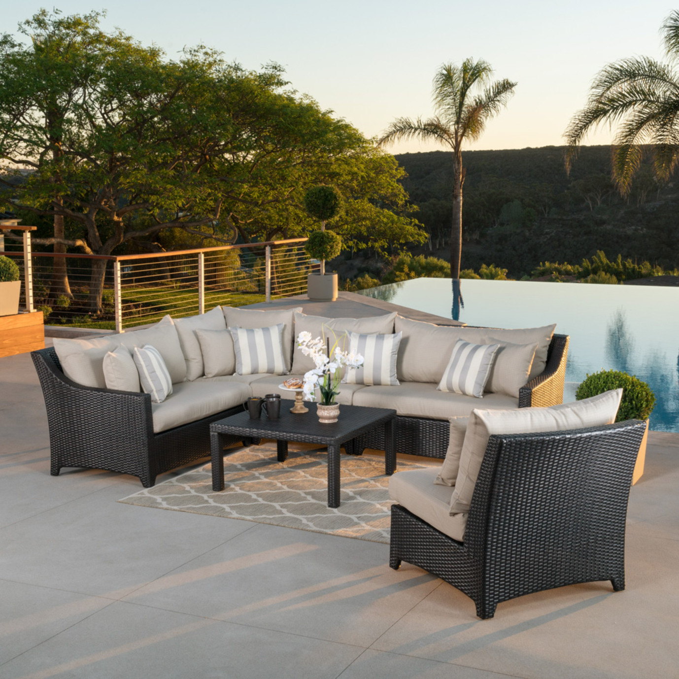 Deco™ 6pc Sectional and Table - Slate Grey