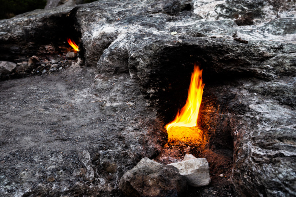 Best Rocks For Inside Your Fire Pit [Expert Insights & Safety Tips]
